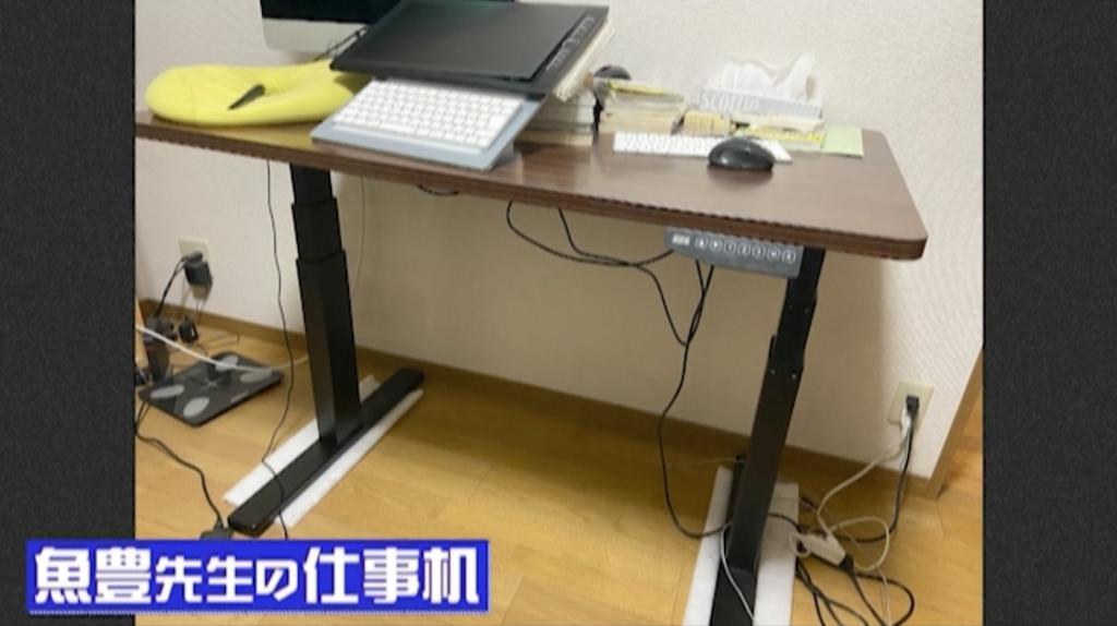 魚豊先生の仕事机
