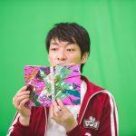市川春子『宝石の国』11巻(講談社)の単行本を持つ麒麟・川島