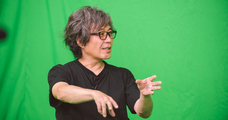 スタジオで『JUMBO MAX』について語る髙橋ツトム先生